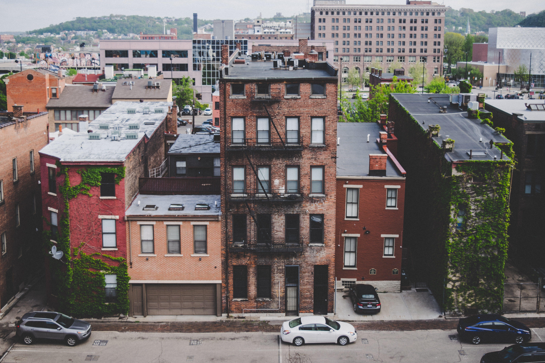Gratis stockfoto met appartementen, binnenstad, gebouwen, humeurig