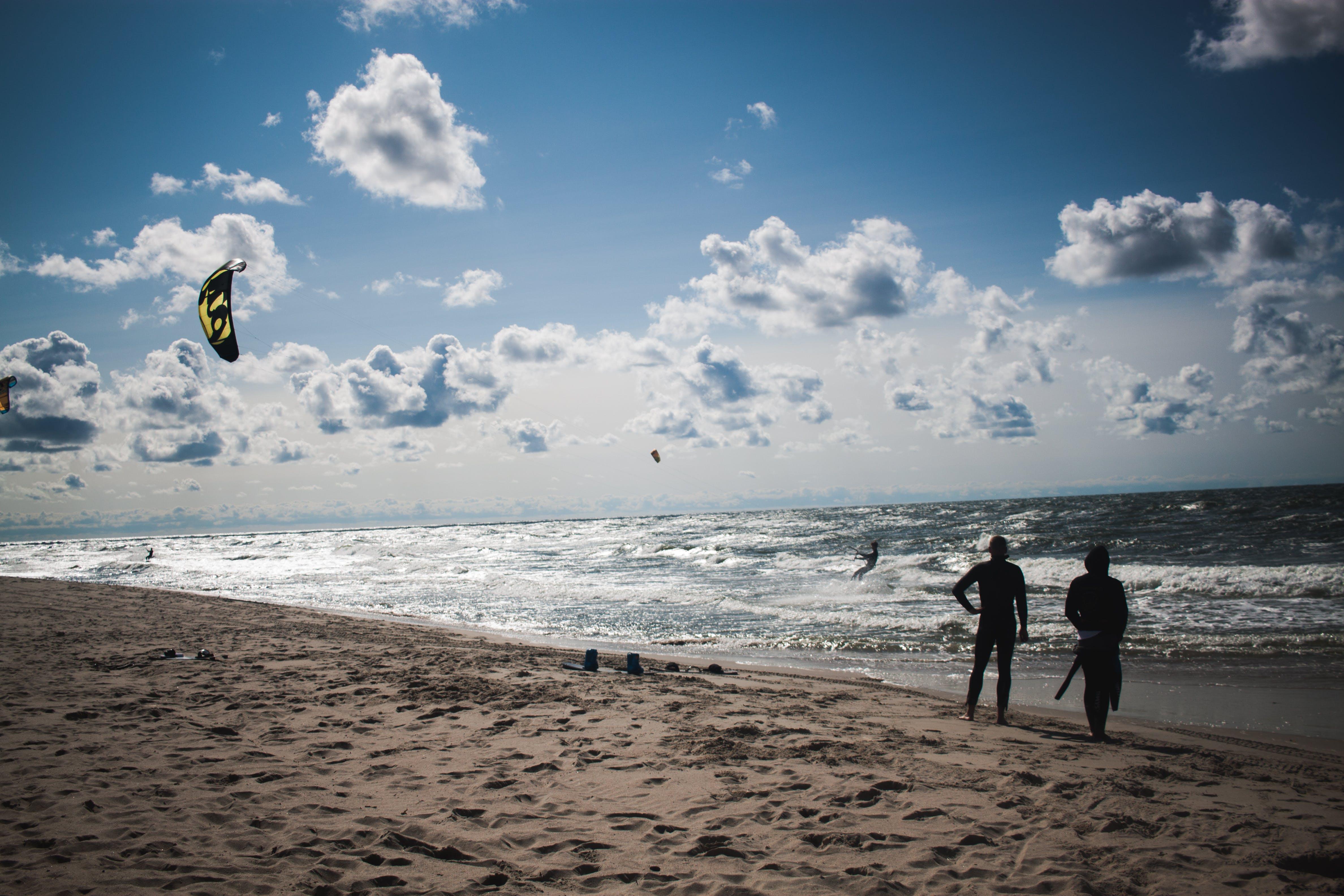 bakmak, bulutlar, bulutlu gökyüzü, dalgalar içeren Ücretsiz stok fotoğraf