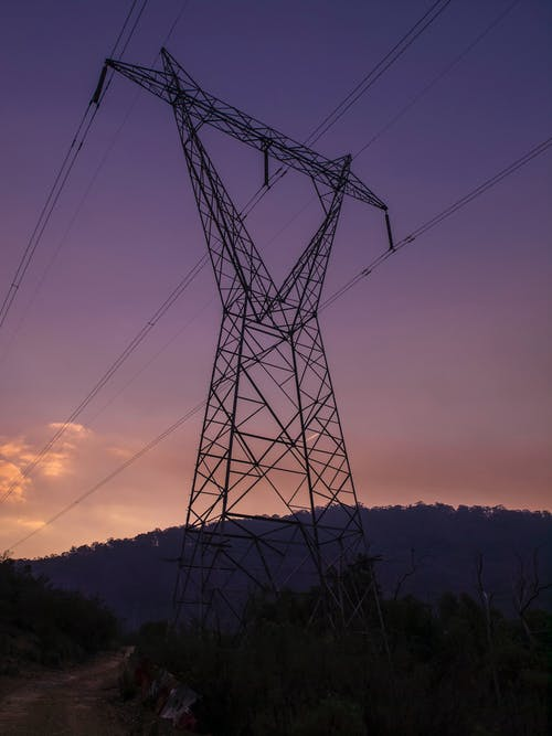 Gratis arkivbilde med elektrisk, høyspenningsmast, kveld, landskap