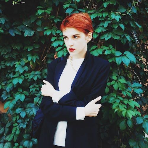 Foto d'estoc gratuïta de busineswoman, cabells pèl-roigs, dama, natura