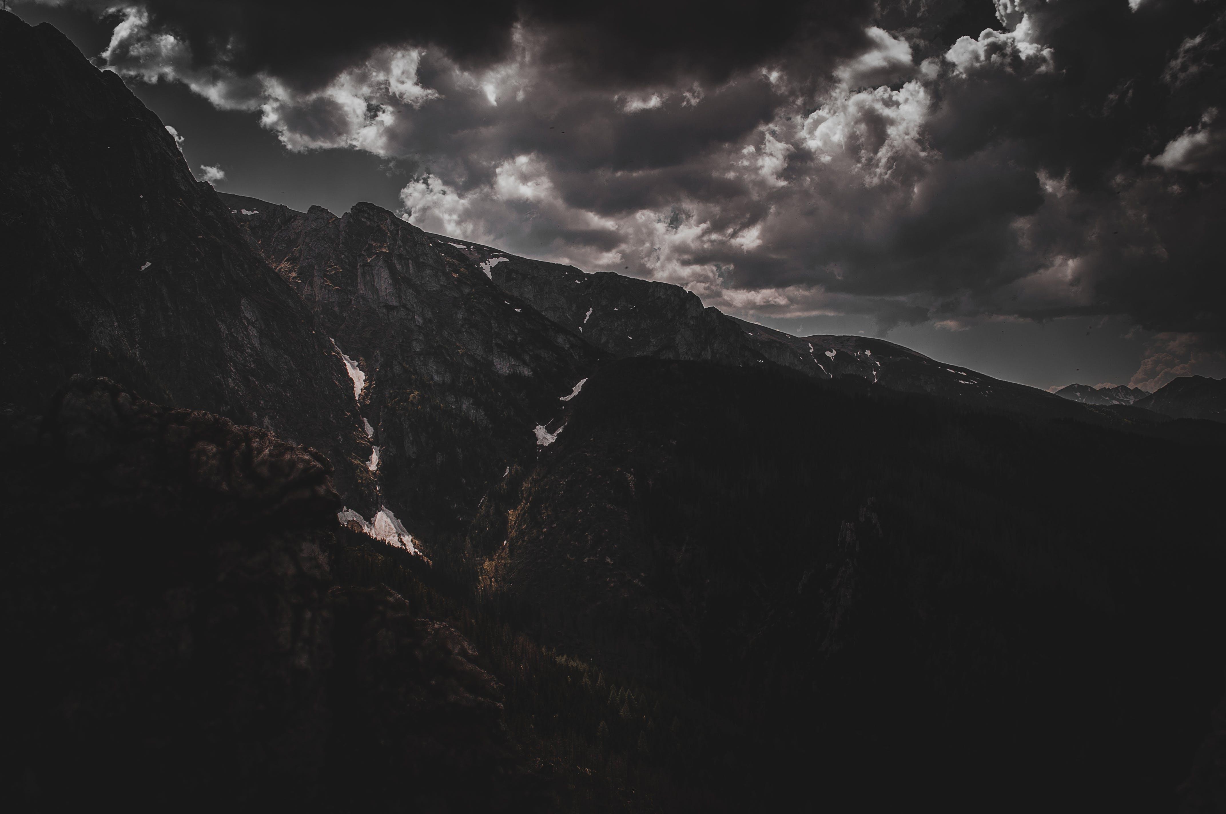 Foto d'estoc gratuïta de cel, dramàtic, muntanya, muntanya rocallosa
