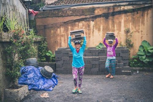 ağır, aşındırmak, Bayanlar, beton bloklar içeren Ücretsiz stok fotoğraf