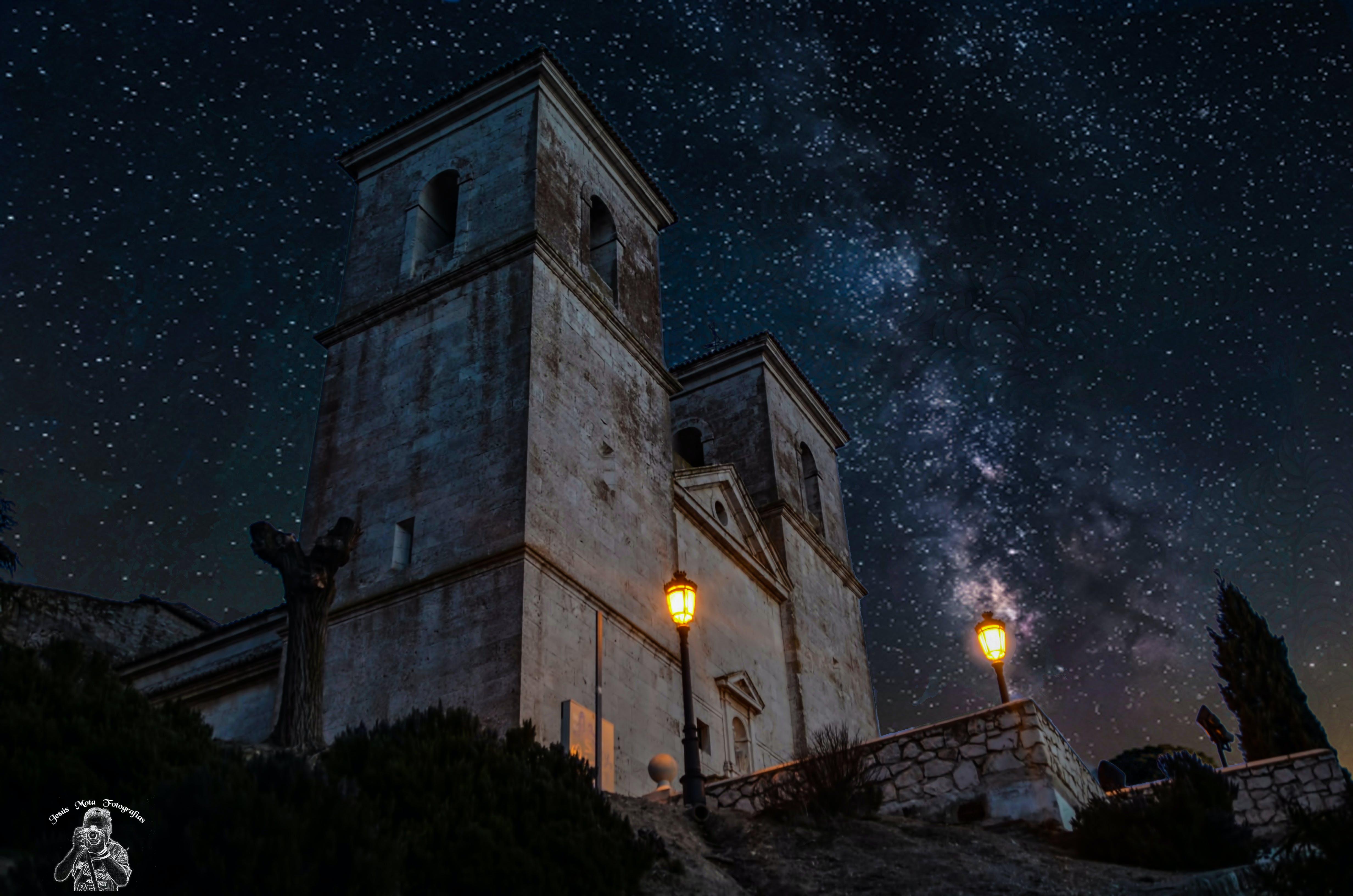 Free stock photo of Iglesia en noche estrellada