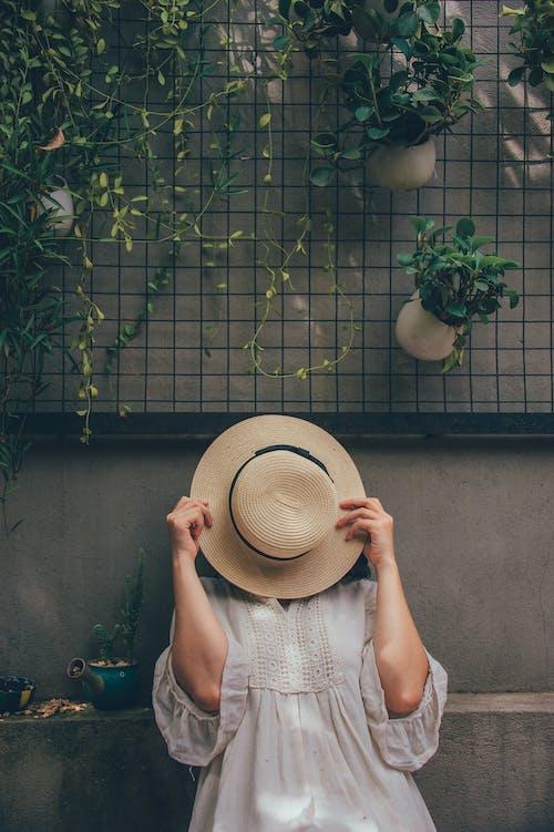 Kostnadsfri bild av dagtid, flicka, fritid, hatt