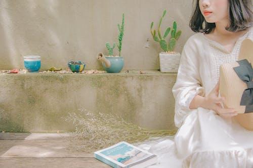 Fotobanka sbezplatnými fotkami na tému biele šaty, človek, dáma, dievča