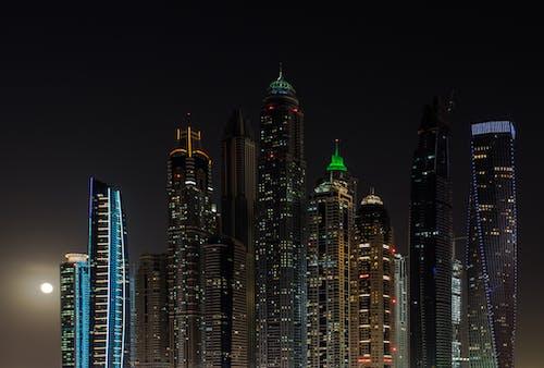 Foto stok gratis Arsitektur, bangunan, bulan, cityscape