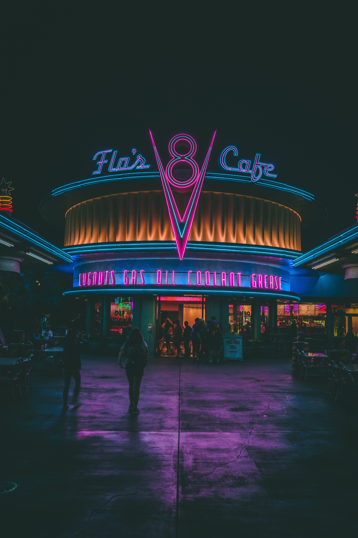 Flo's 8 Cafe