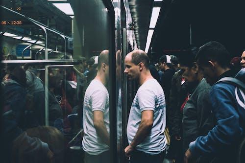 Δωρεάν στοκ φωτογραφιών με άνδρας, Άνθρωποι, αντανάκλαση, γκρο πλαν