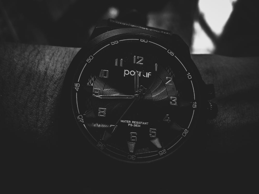 chiffres, heures, noir et blanc