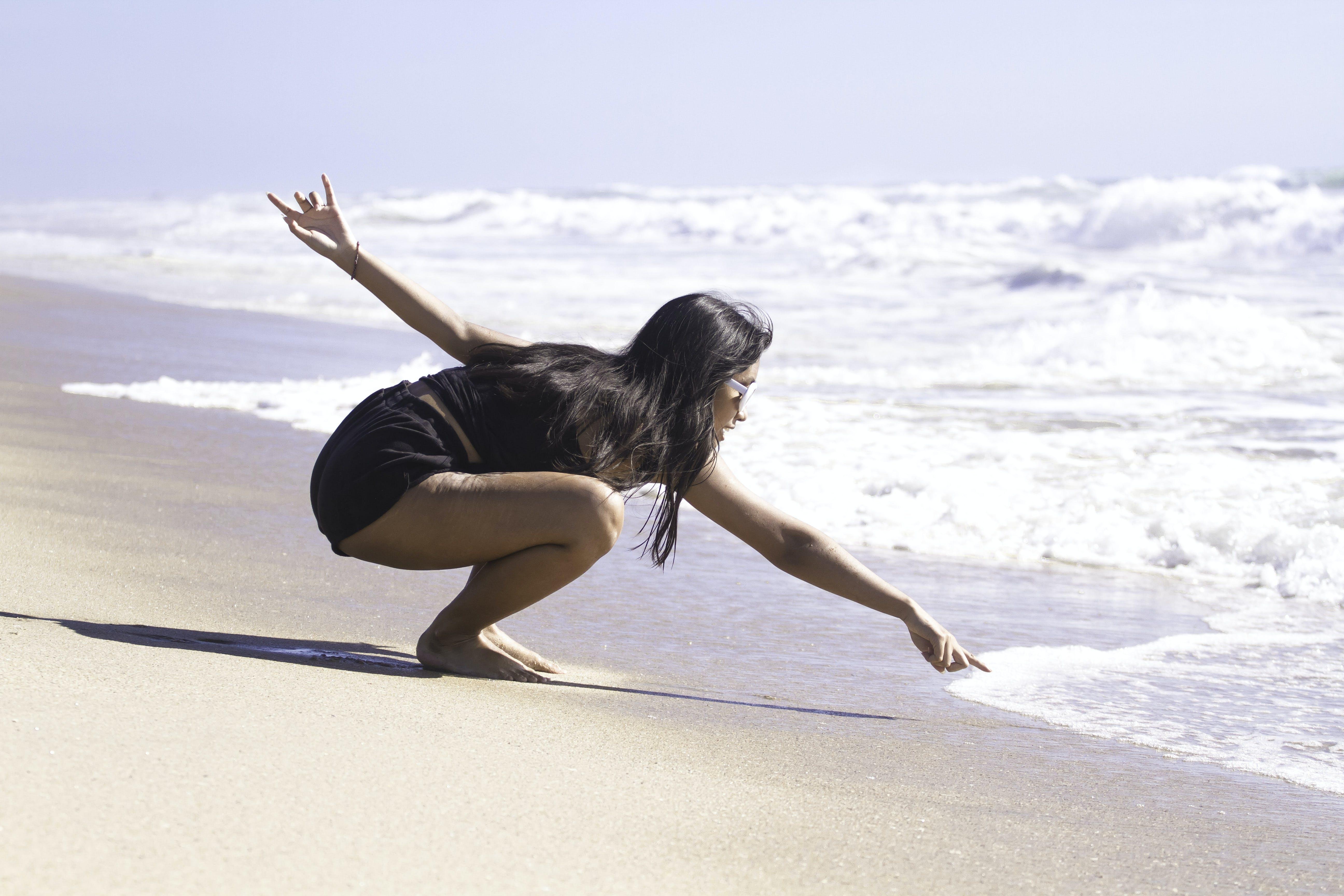 Foto profissional grátis de à beira-mar, água, areia, atraente