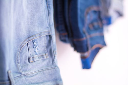 คลังภาพถ่ายฟรี ของ กระเป๋าเสื้อ, กางเกง, กางเกงยีนส์, กางเกงยีนส์สีน้ำเงิน