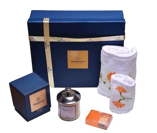 Безкоштовне стокове фото на тему «аромат свічки, подарунковий набір, подарунок на день народження, рушник набір»