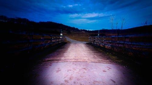 Foto d'estoc gratuïta de alba, capvespre, carretera, cel