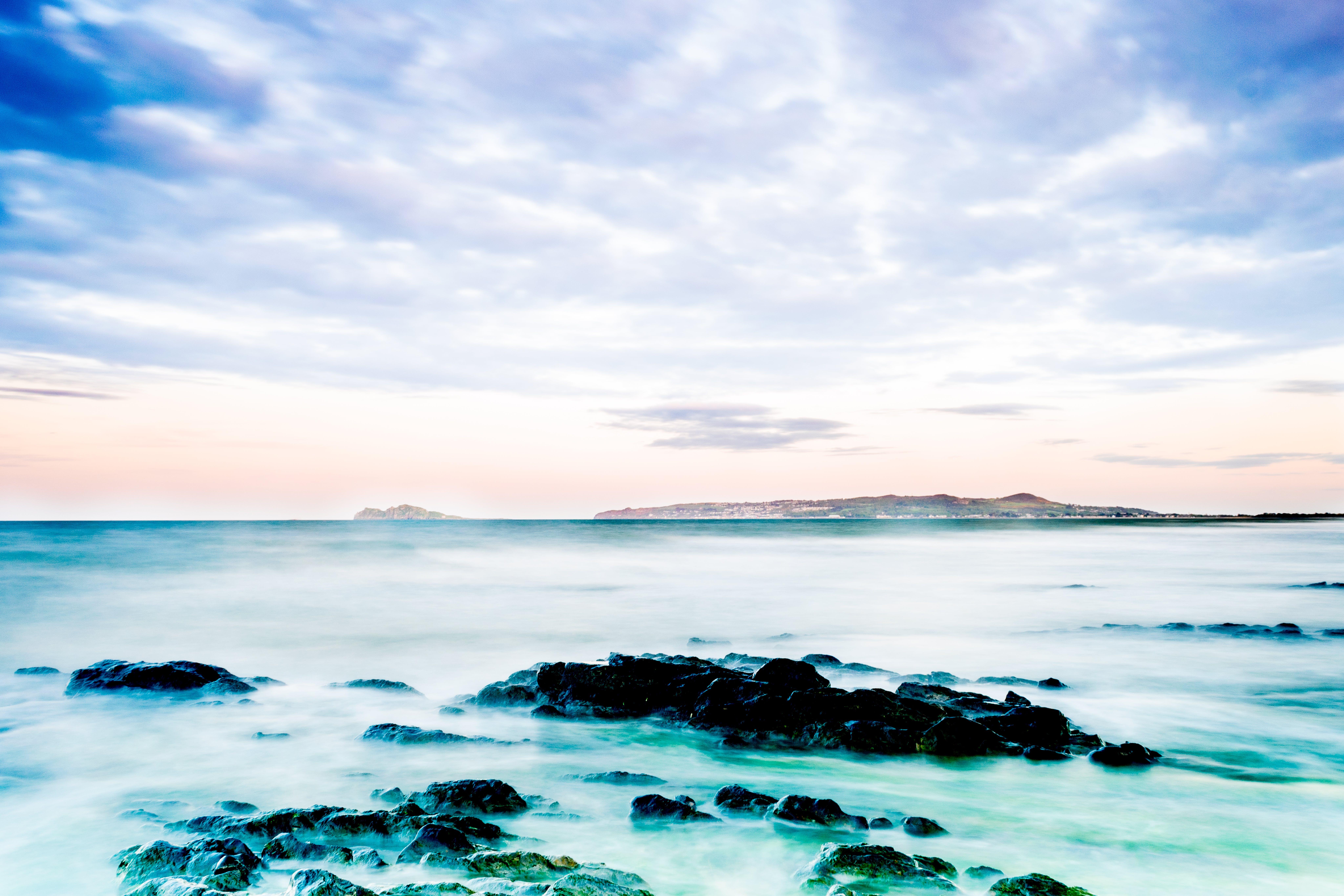 Foto profissional grátis de água, beira-mar, céu, costa