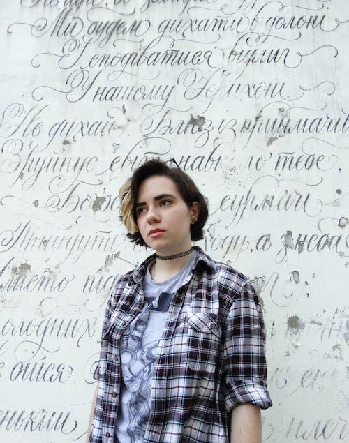 Kostnadsfri bild av flicka, grunge, porträtt, text