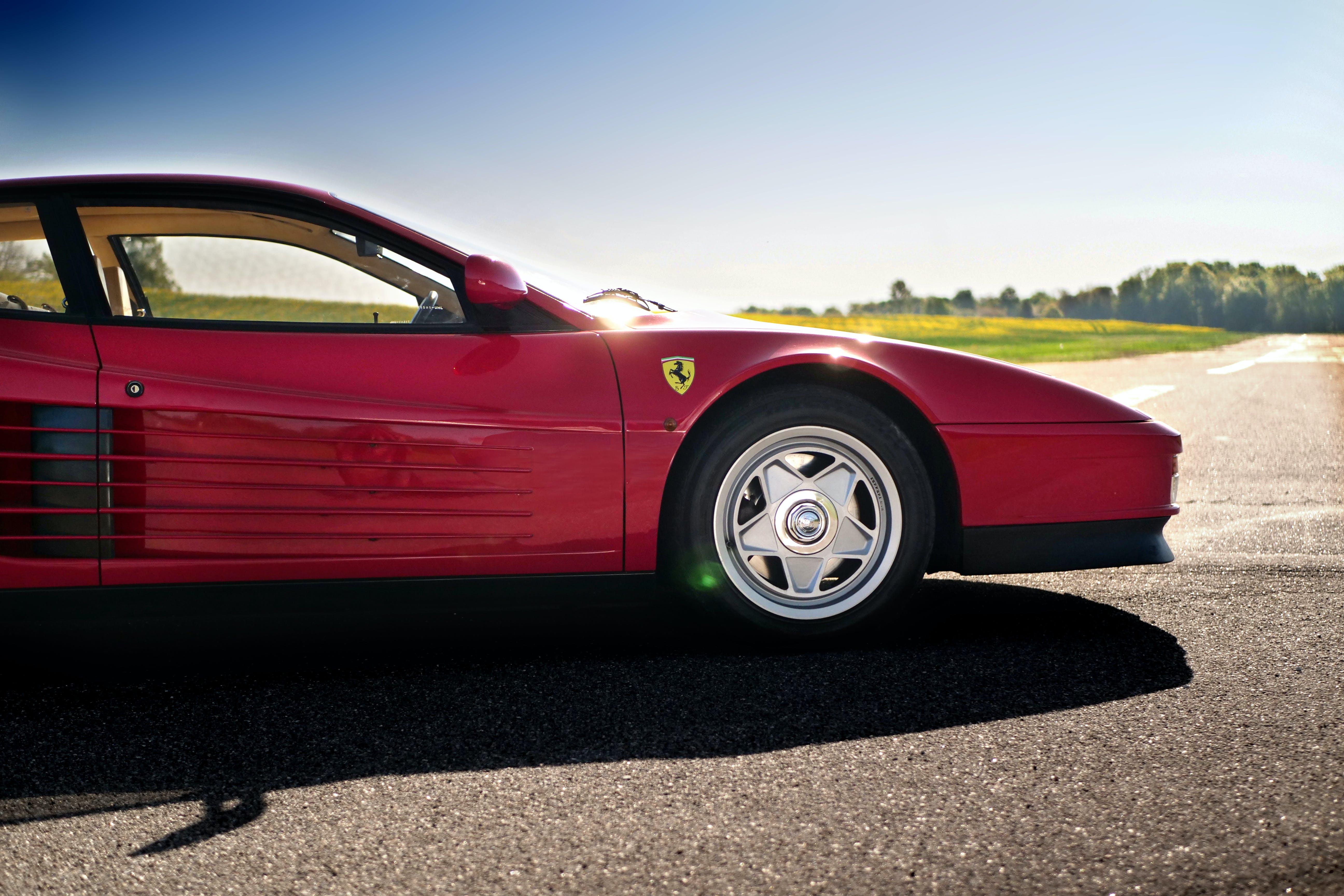 Kostenloses Stock Foto zu asphalt, auto, automobil, coupe