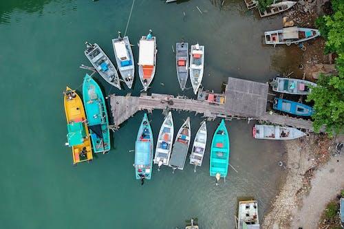 Základová fotografie zdarma na téma čluny, dok, molo, plavidla