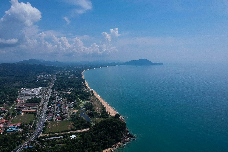 dağ, deniz, deniz manzarası, kasaba içeren Ücretsiz stok fotoğraf