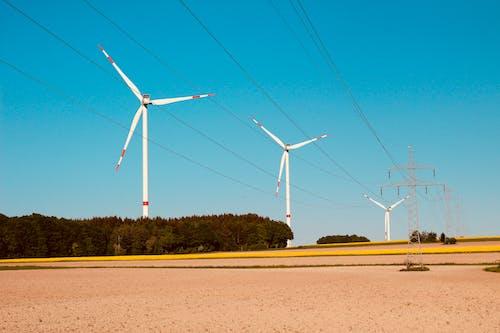 Kostnadsfri bild av elektrisk ström, fint väder, mast, vindsnurra