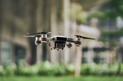 Foto d'estoc gratuïta de avió, càmera de dron, dron, fons desenfocat
