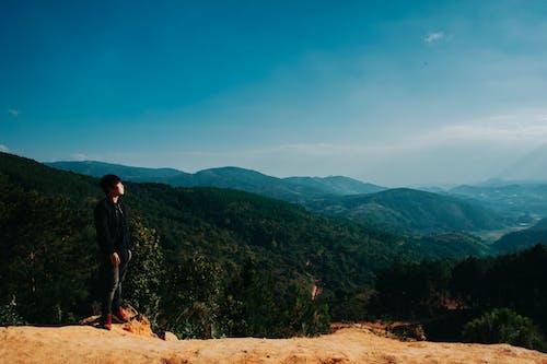 Gratis stockfoto met daglicht, heuvel, iemand, landschap