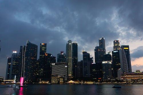 Fotobanka sbezplatnými fotkami na tému budova, mesto, mrakodrap, nábrežie