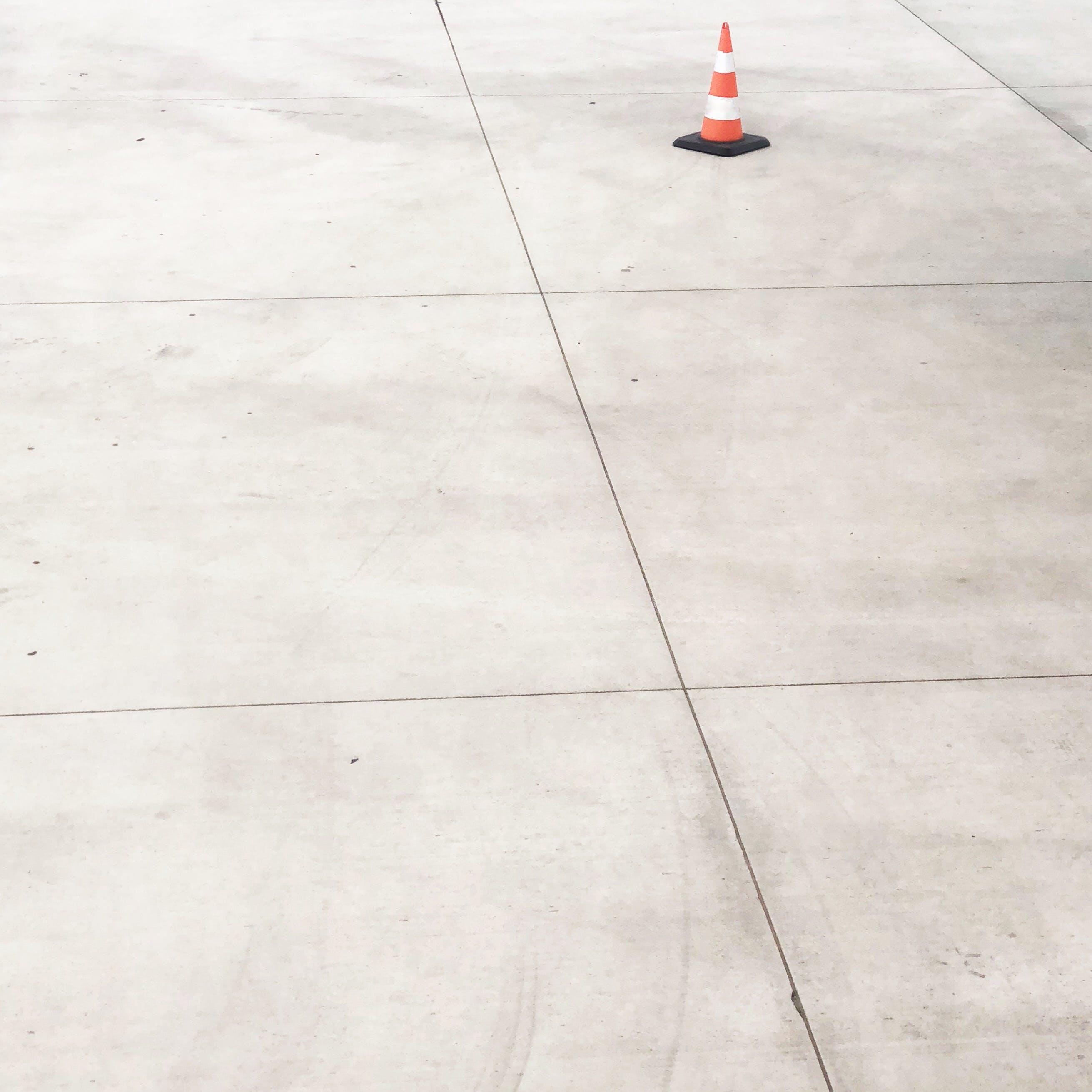 κώνος κυκλοφορίας, πάτωμα, σκυρόδεμα