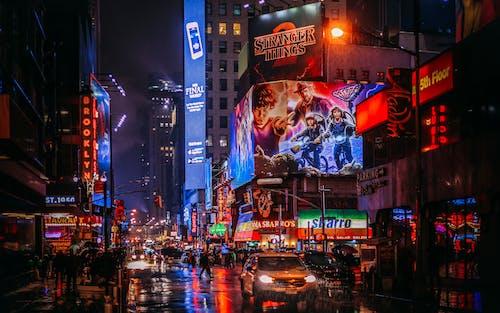 Ilmainen kuvapankkikuva tunnisteilla arkkitehtuuri, Broadway, heijastus, ilta
