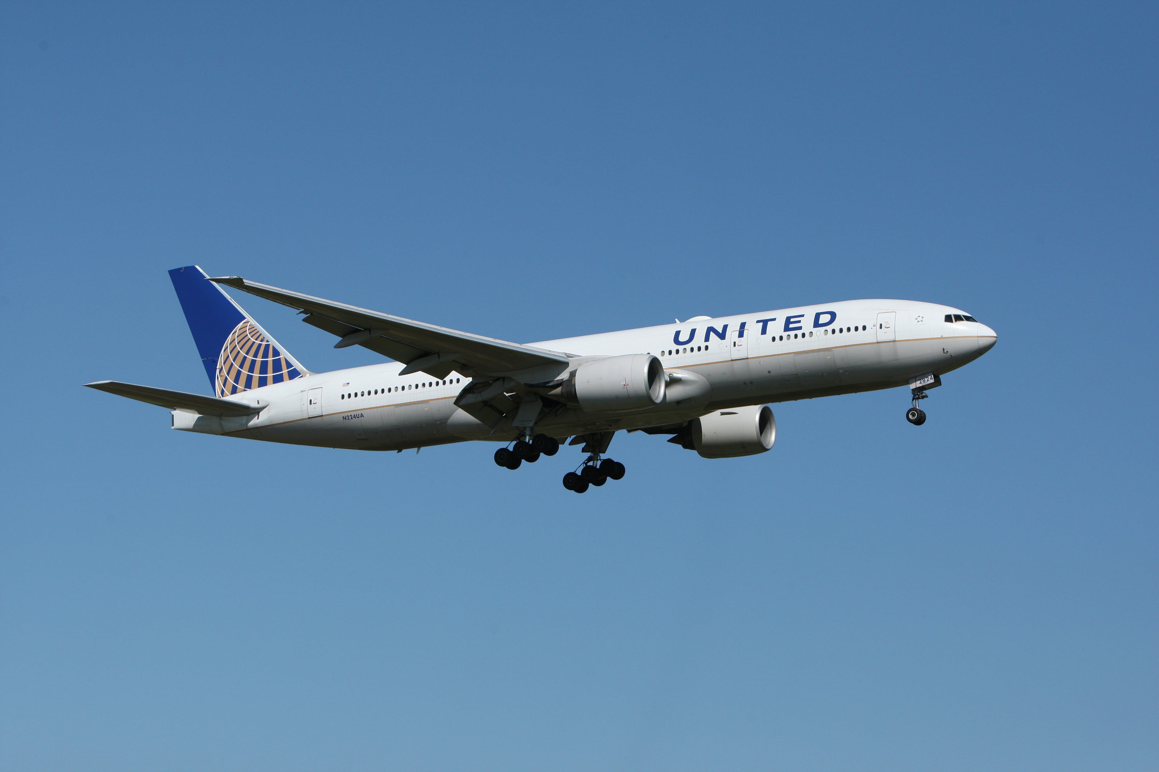 White United Airlines Plane