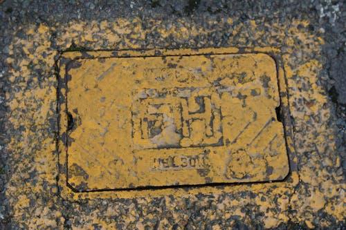 元気いっぱいの塗料, 消火栓, 道路, 黄色の無料の写真素材