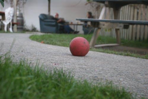 しぼんだ, ボール, 収縮ボール, 草の無料の写真素材