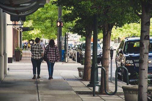 交通, 城市, 城鎮, 女人 的 免費圖庫相片