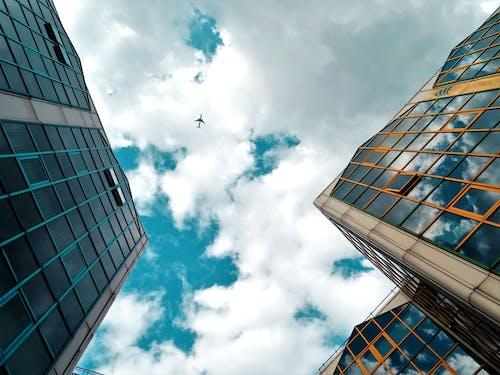 Fotobanka sbezplatnými fotkami na tému architektúra, budovy, lietadlo, mesto