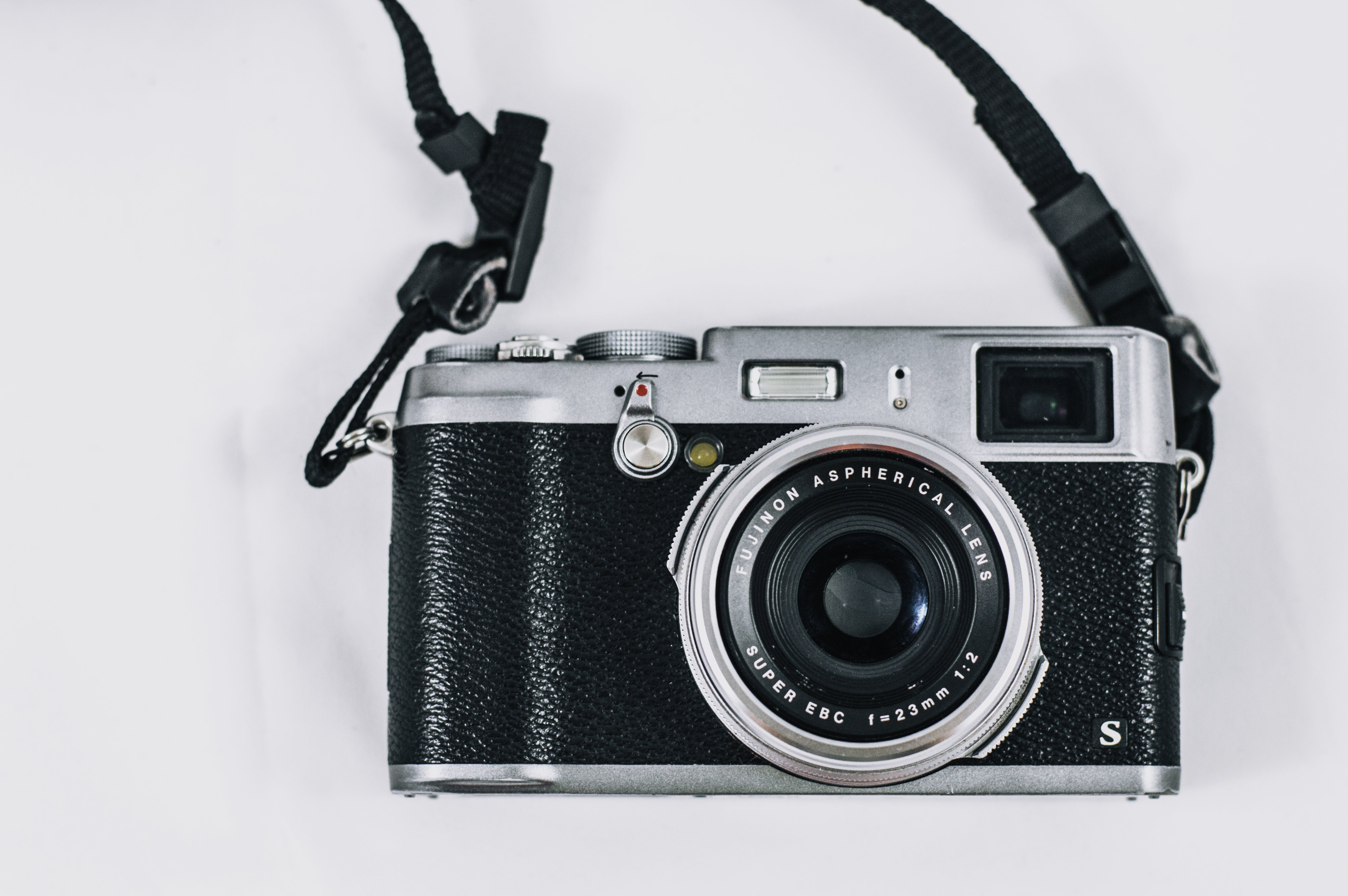 Close Up Photo of Vintage Black and Silver Single-lens Reflex Camera