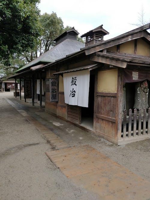 Foto d'estoc gratuïta de abandonat, cabana de fusta, cultura japonesa, de fusta