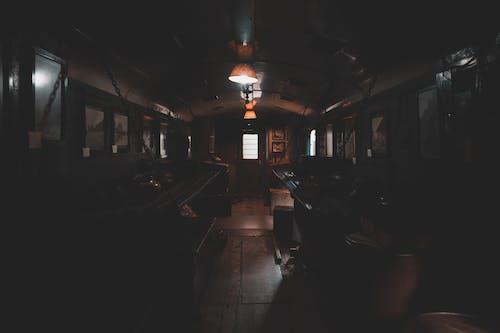 Безкоштовне стокове фото на тему «аеропорт, бар, брусок, вечір»