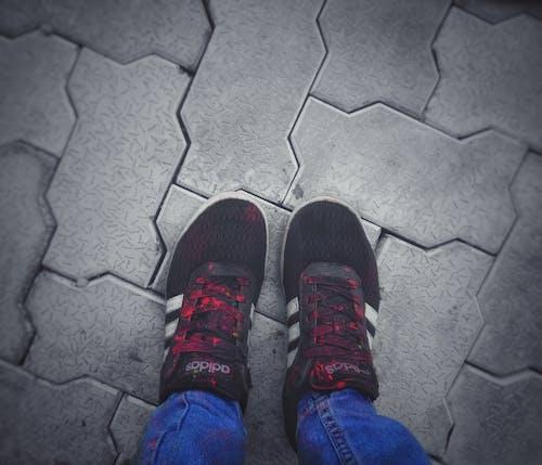 Darmowe zdjęcie z galerii z but, czarny, czerwony, festiwal