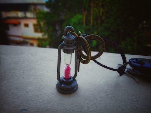 Darmowe zdjęcie z galerii z butelka, ciemny, czas, drewno