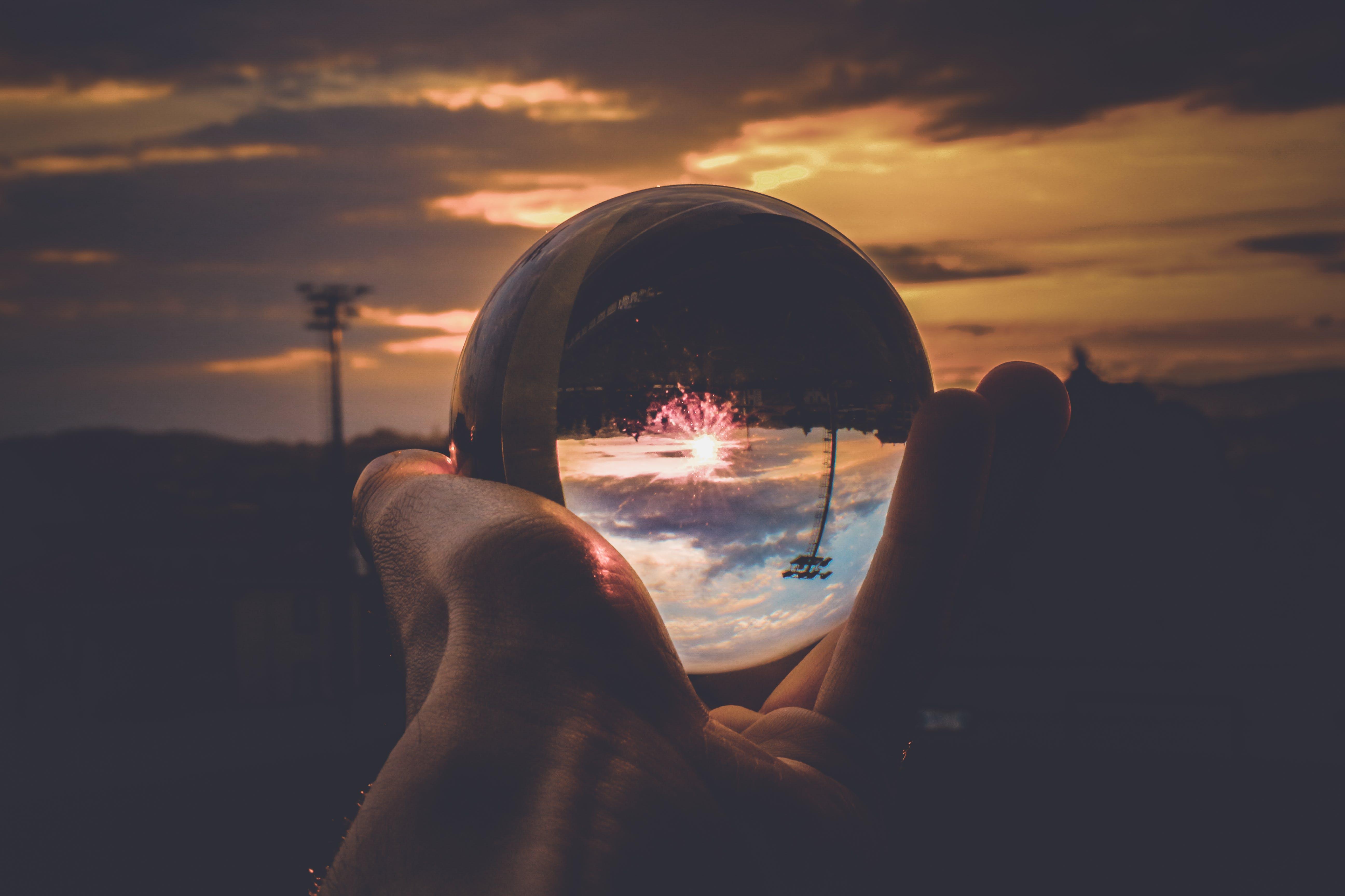 Imagine de stoc gratuită din apus, cer, degete, glob de cristal