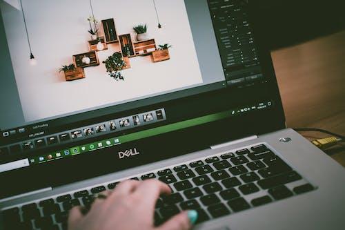 Foto profissional grátis de aparelhos, balcão, computador portátil, contemporâneo