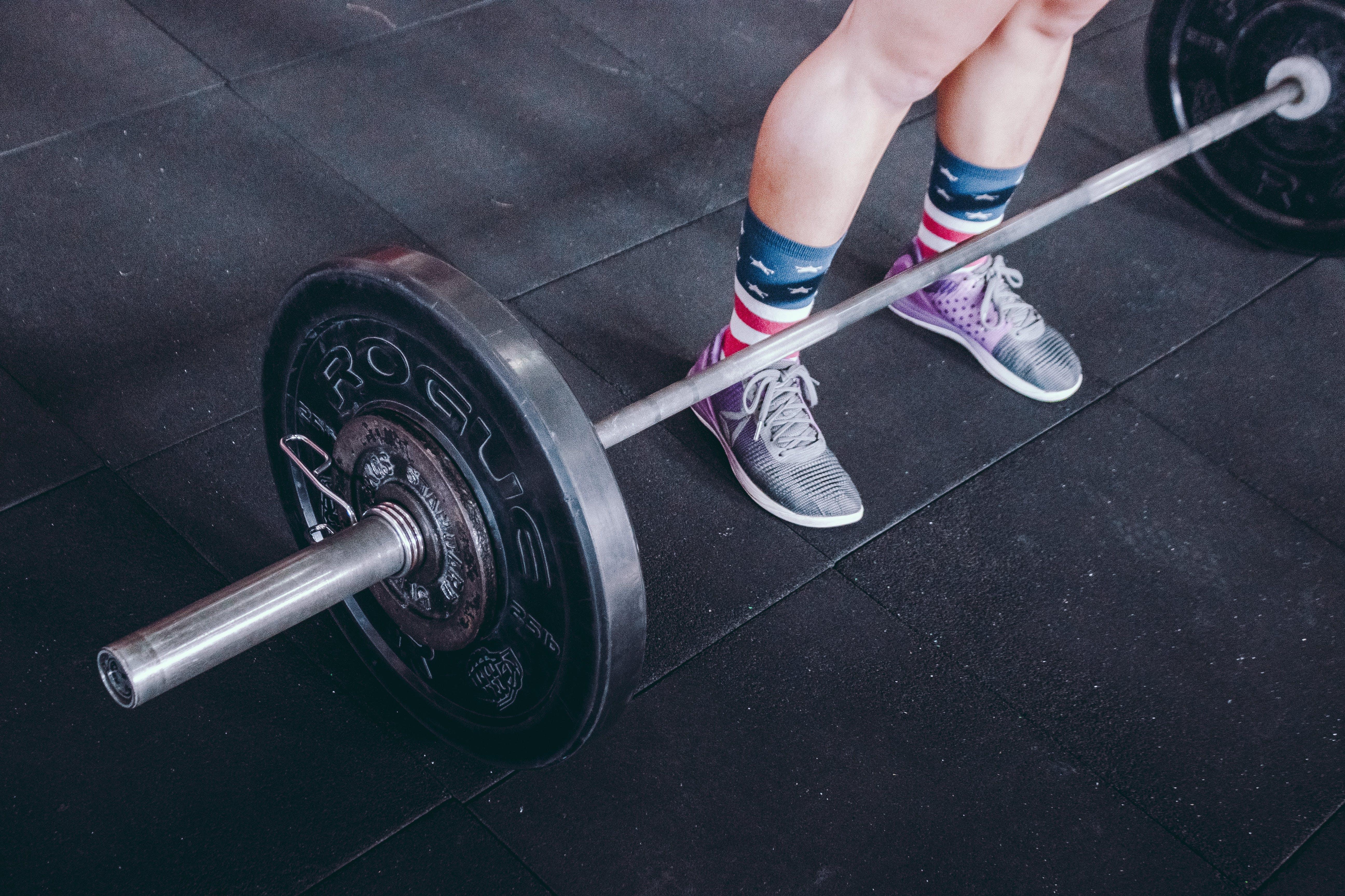 Fotos de stock gratuitas de acero, adentro, atleta, barra de pesas