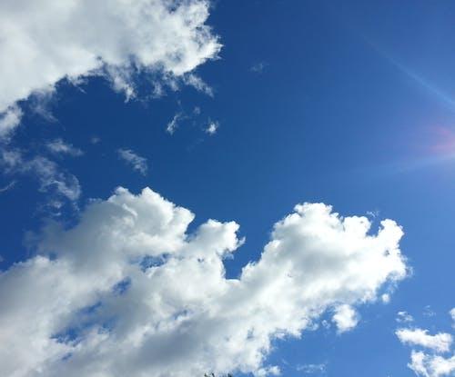 Gratis arkivbilde med skyer, sol, solfylte skyer
