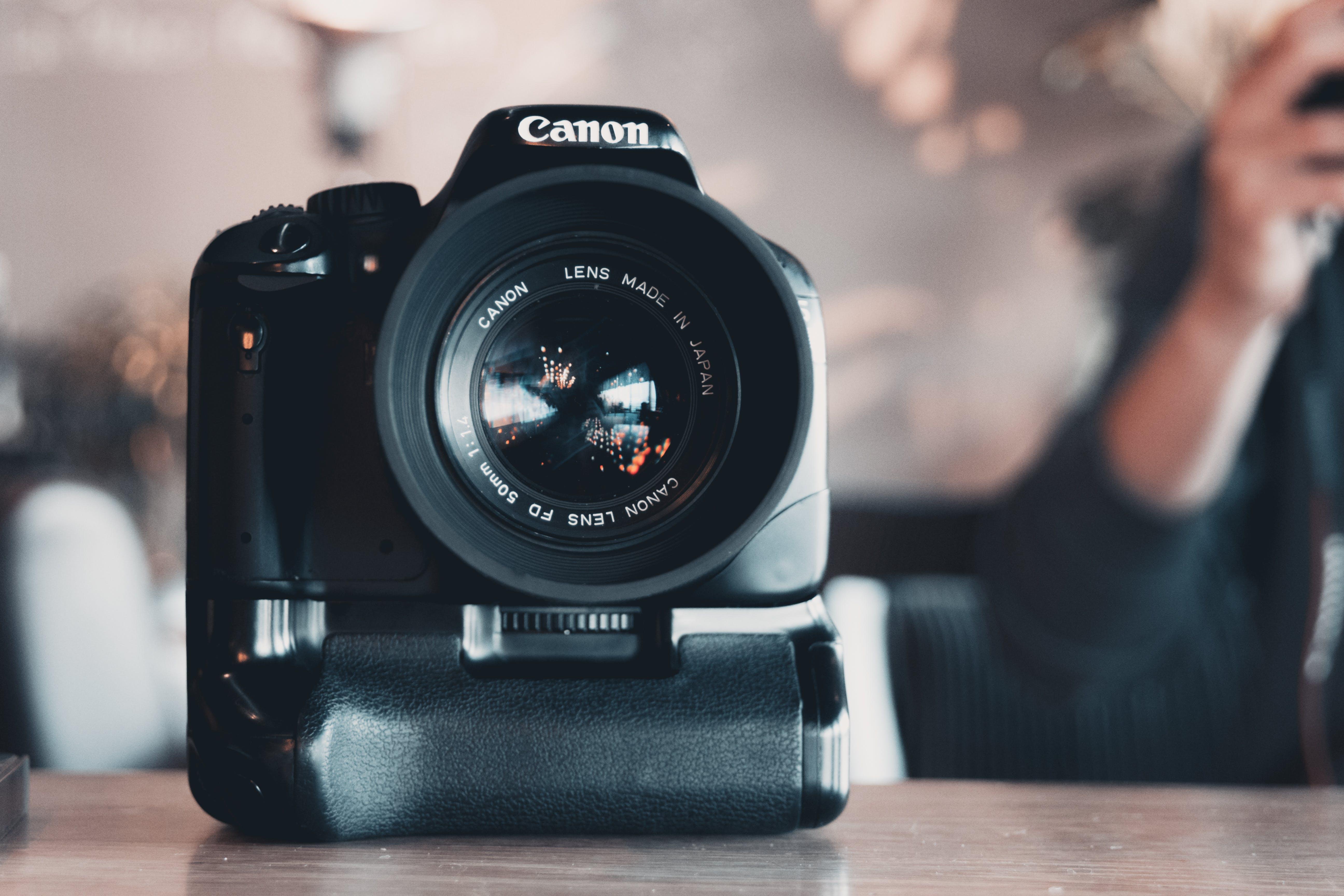 Kostenloses Stock Foto zu ausrüstung, canon, drinnen, dslr