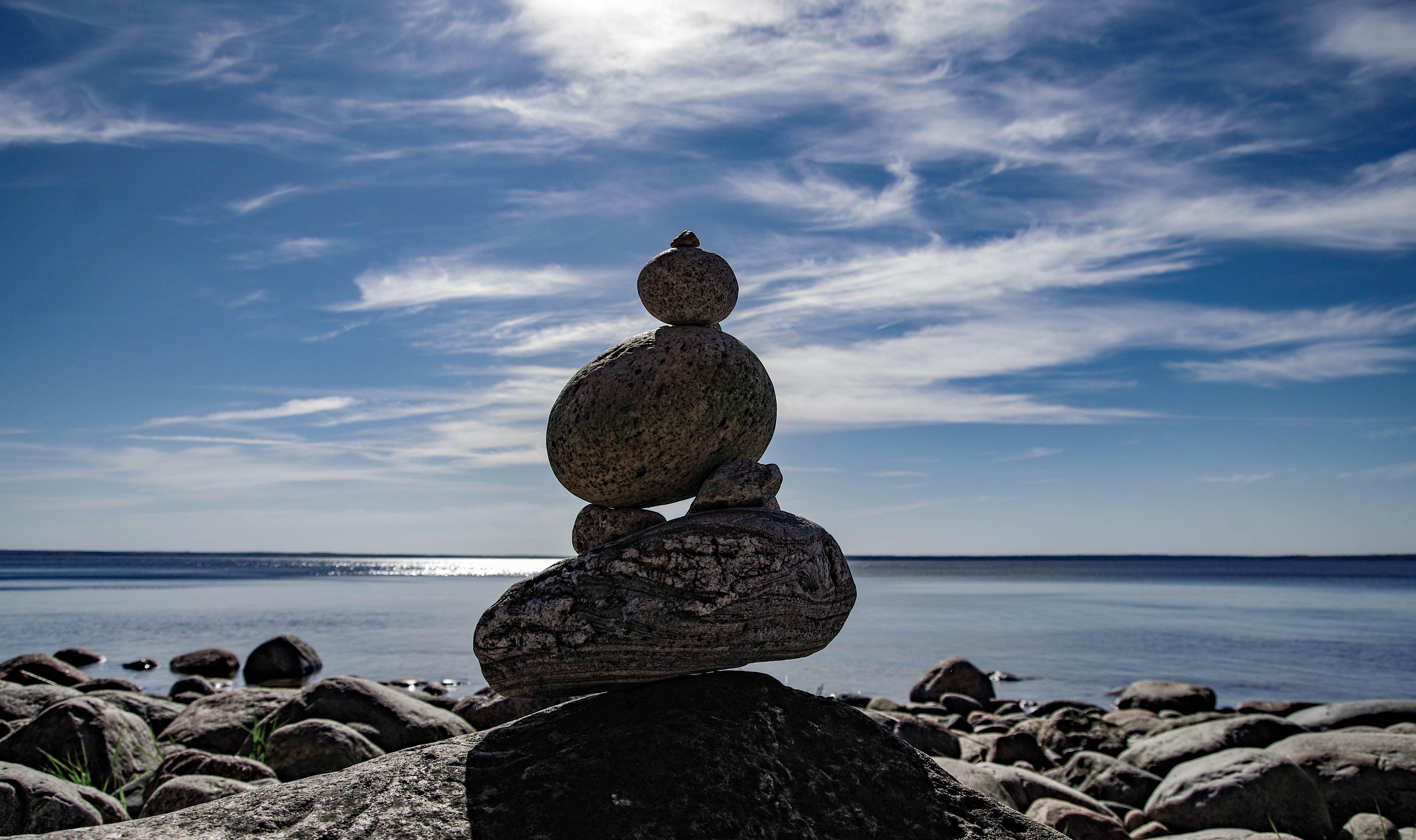 agua, apilar piedras, cielo