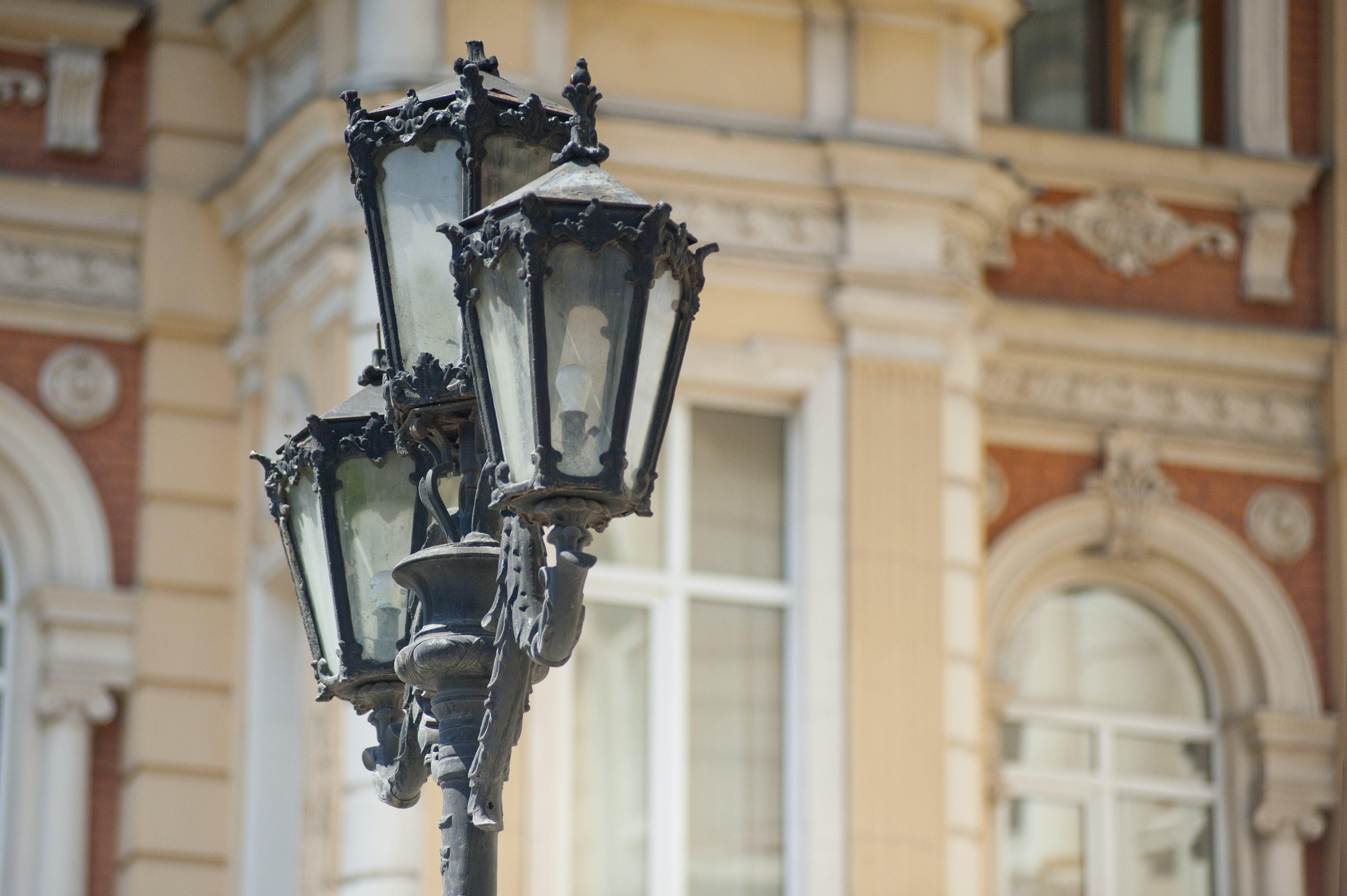 3-light Lamp Post