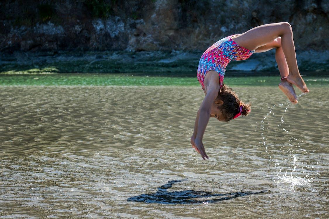 Gratis lagerfoto af atlet, barn, bevægelse