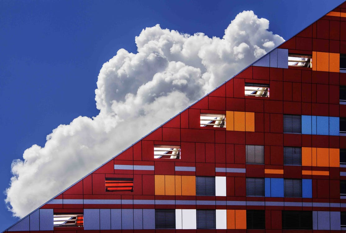 Nube En Cielo Y Edificio