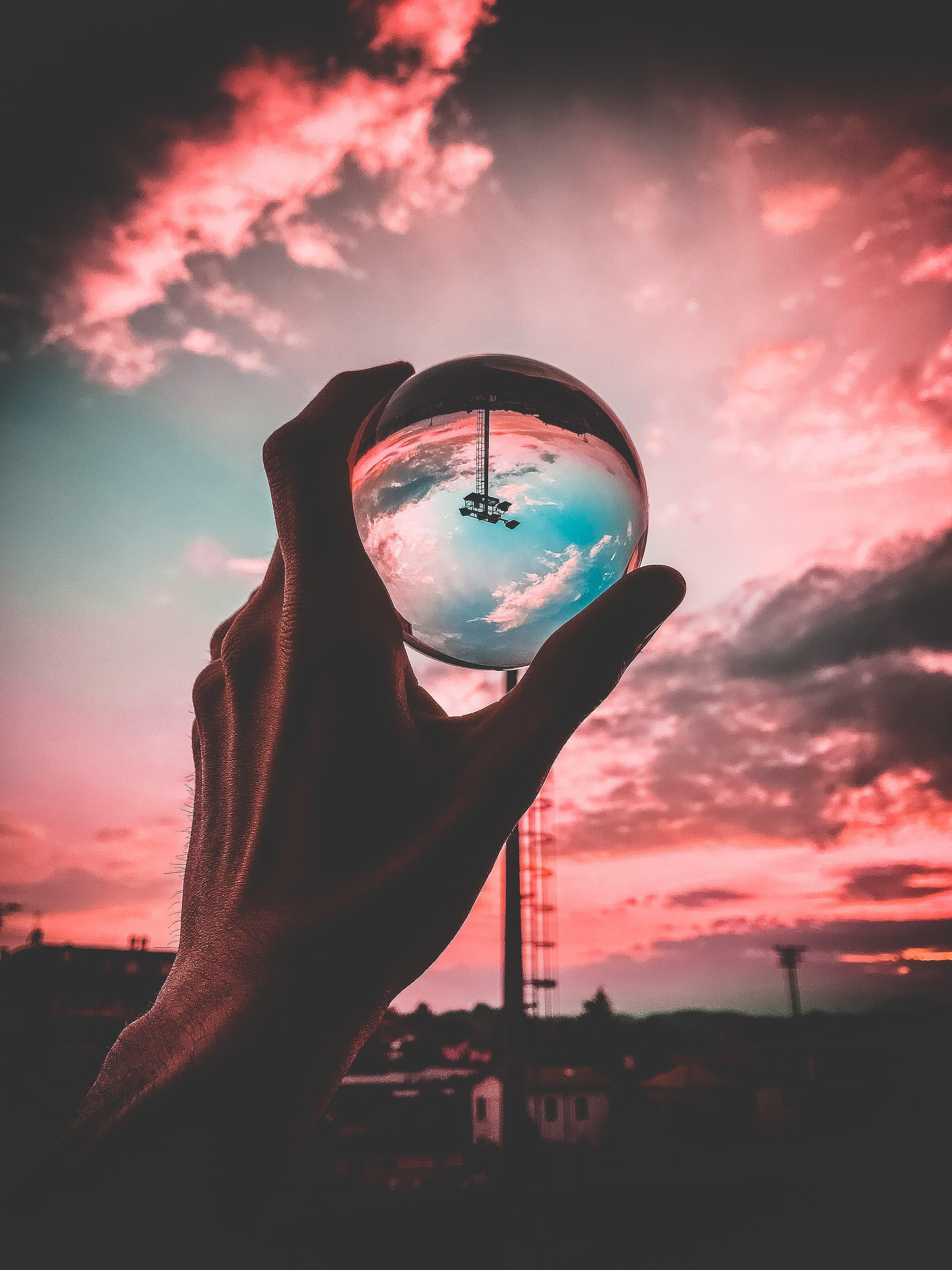 Kostenloses Stock Foto zu sonnenuntergang, person, hand, wolken