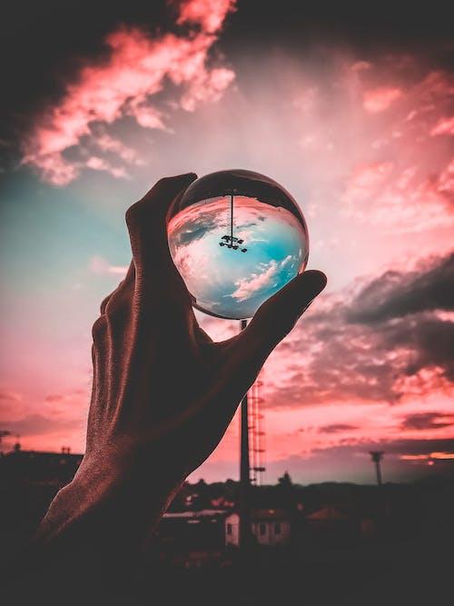 คลังภาพถ่ายฟรี ของ คน, ตอนเย็น, ตะวันลับฟ้า, ลูกบอลแก้ว