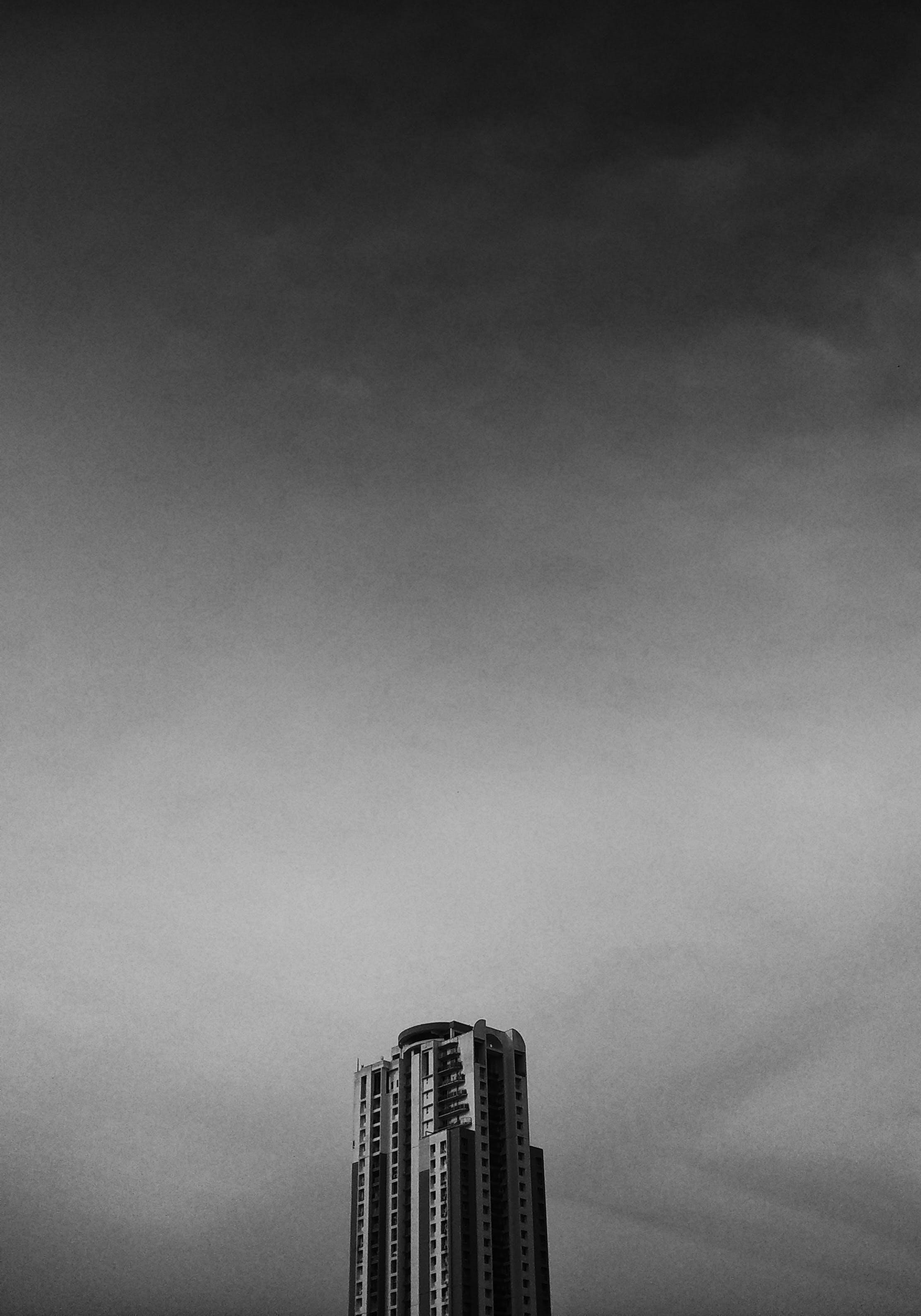 Foto d'estoc gratuïta de arquitectura, art, blanc i negre, cel